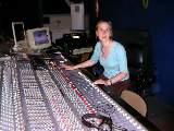 Maureen à la console de mixage